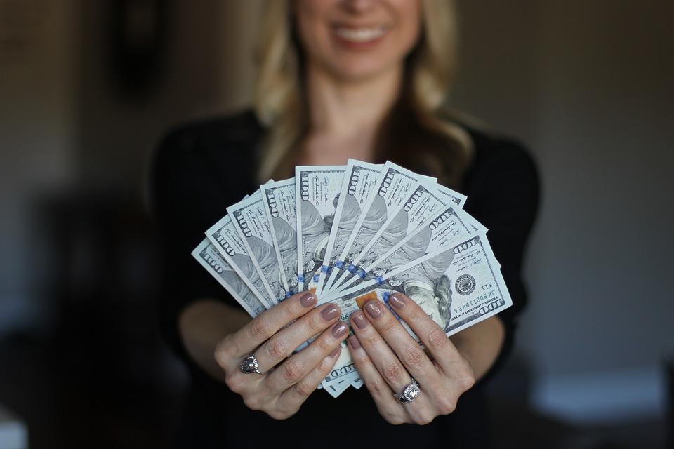 Chwilówki – jakie dochody akceptują pożyczkodawcy?