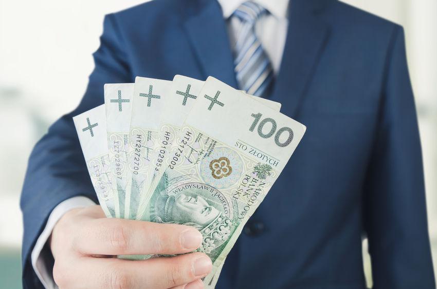 Faktoring kontra pożyczka ratalna dla firm. Co wybrać?